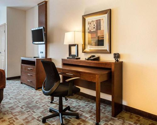 A television and/or entertainment center at Comfort Suites Oil Center