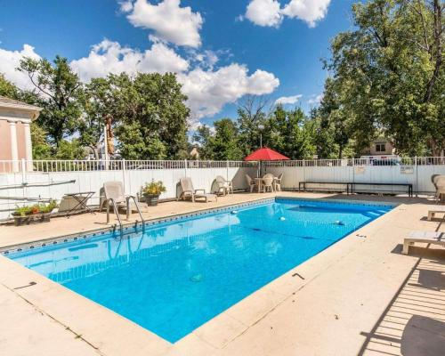 The swimming pool at or near Econo Lodge Downtown Colorado Springs