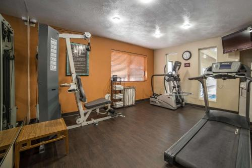 The fitness centre and/or fitness facilities at Comfort Inn Grand Junction I-70