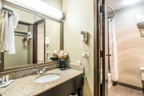 Bagno di Comfort Inn O'Hare - Convention Center