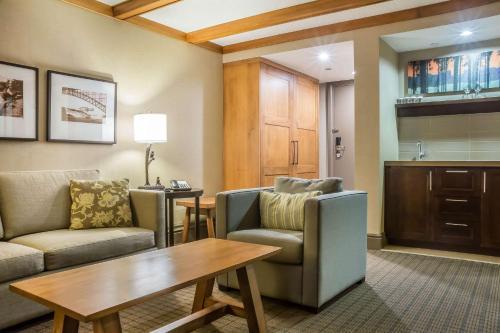 Area soggiorno di Comfort Inn The Pointe Niagara Falls