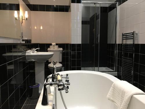 A bathroom at Albany Ballantrae Hotel