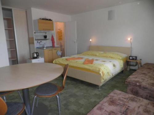 Postel nebo postele na pokoji v ubytování Dom v Záhrade