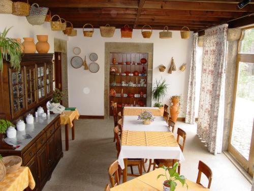 A restaurant or other place to eat at Quinta de S. Bento de Prado