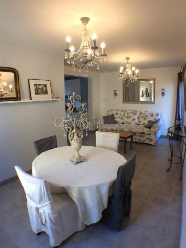 Restaurant ou autre lieu de restauration dans l'établissement Le Gîte du Château
