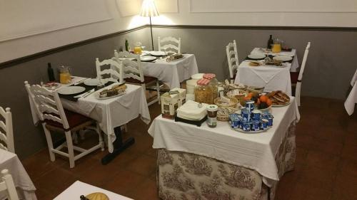 Un restaurante o sitio para comer en El Cau del Papibou - Adults Only