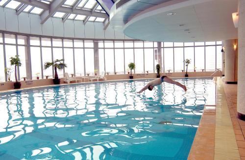 المسبح في نوفوتيل اتلانتيس شنغهاي أو بالجوار