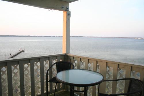 A balcony or terrace at E9 - Cute Beach Décor by a Designer