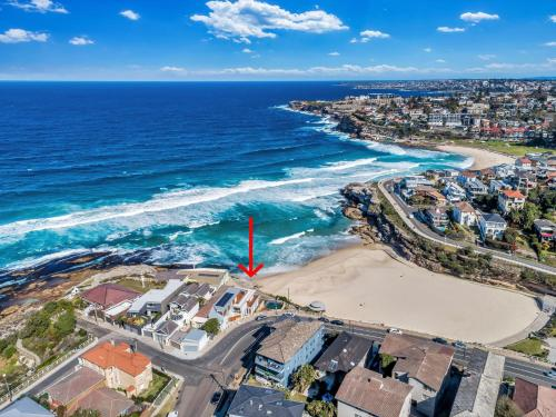 A bird's-eye view of Tamarama Apartments