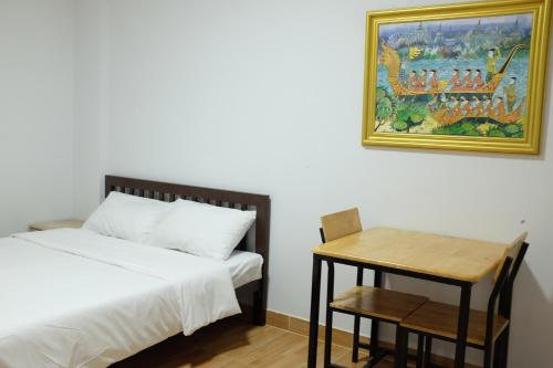 A bed or beds in a room at WJ Residence at Suvarnaphumi