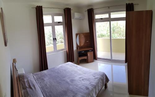 Een bed of bedden in een kamer bij Colosseo Apartments