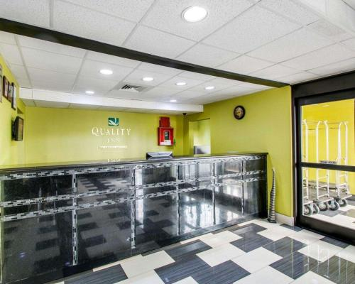 The lobby or reception area at Quality Inn Prattville I-65