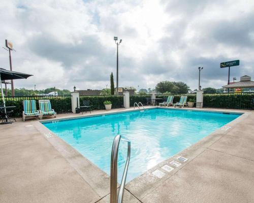 The swimming pool at or near Quality Inn Prattville I-65