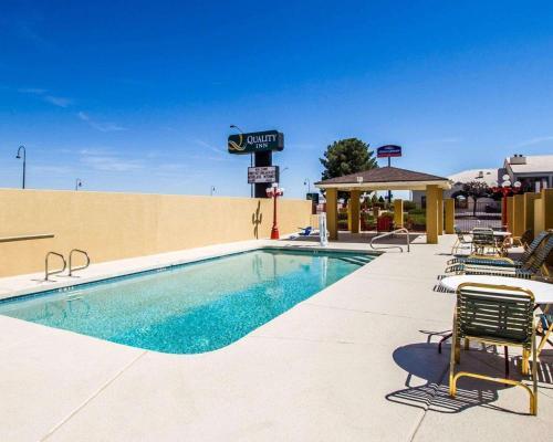 Het zwembad bij of vlak bij Quality Inn Holbrook