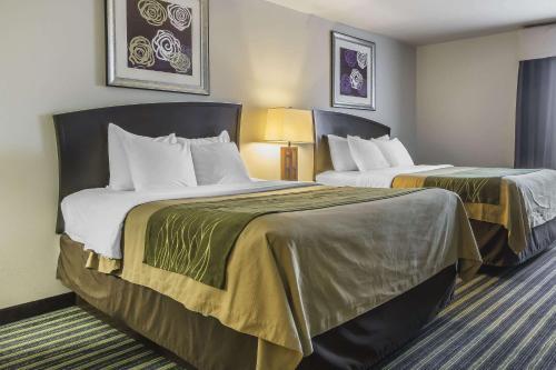 Кровать или кровати в номере Comfort Inn & Suites Moose Jaw