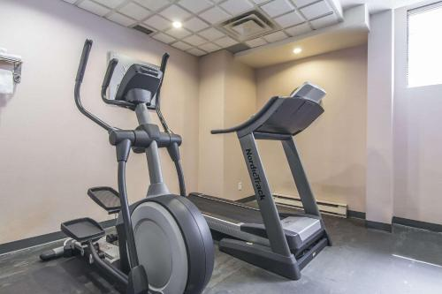The fitness center and/or fitness facilities at Comfort Suites Downtown