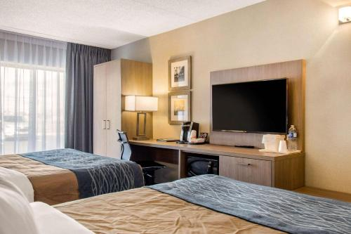 A bed or beds in a room at Comfort Inn Airport Dorval
