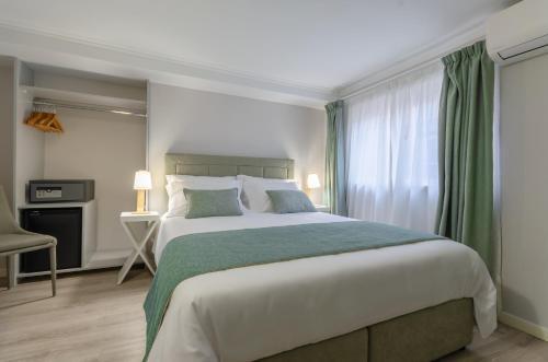 A bed or beds in a room at Ver Belém Suites