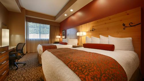 A bed or beds in a room at Best Western Premier Ivy Inn & Suites
