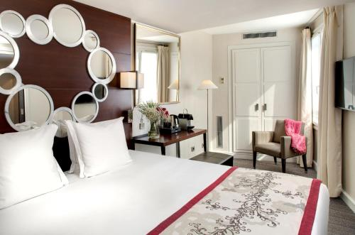 A bed or beds in a room at Le Senat