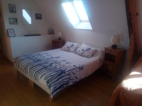 A bed or beds in a room at Chambres d'Hôtes La Ferme du Bout de la Ville