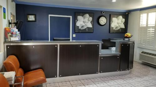The lobby or reception area at SureStay Hotel by Best Western Beverly Hills West LA