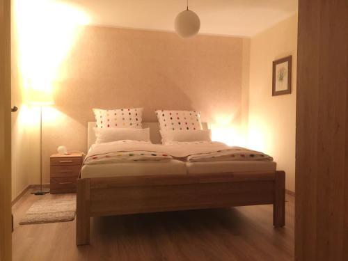 Ein Bett oder Betten in einem Zimmer der Unterkunft Ferienwohnung Kalin