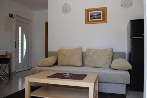 Ein Sitzbereich in der Unterkunft Ciovo Apartments