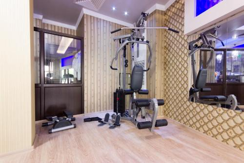 The fitness centre and/or fitness facilities at Hotel Verona