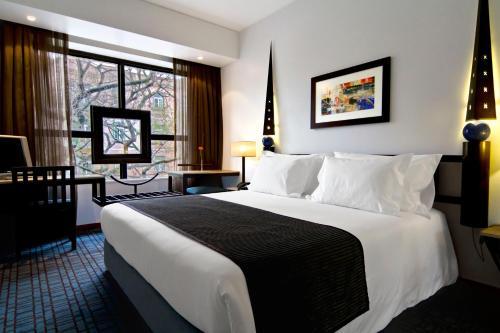 Uma cama ou camas num quarto em SANA Executive Hotel