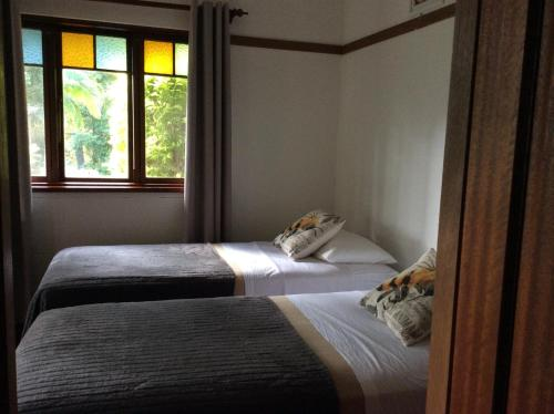 A bed or beds in a room at Mount Browne Cottage