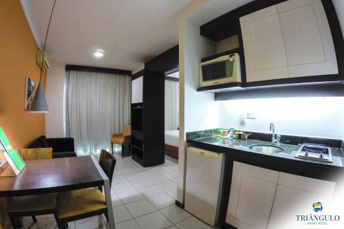 A kitchen or kitchenette at Triângulo Apart Hotel
