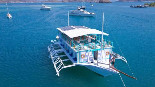A bird's-eye view of Le Pirate Boatel - Floating Hotel