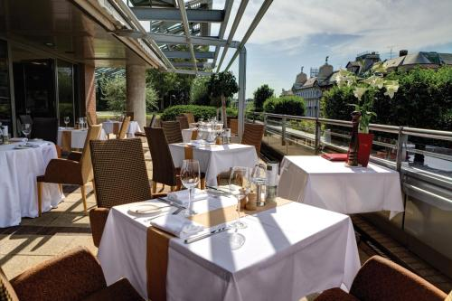 A restaurant or other place to eat at Crowne Plaza Budapest, an IHG Hotel