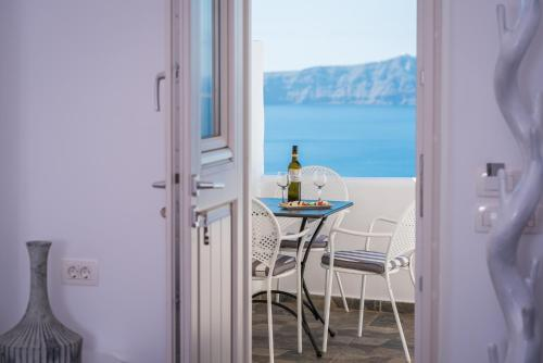 A balcony or terrace at Angel Luxury Suites