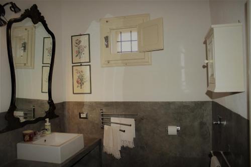 A bathroom at CASADORATA buen retiro vista mare