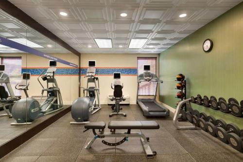 The fitness center and/or fitness facilities at Hampton Inn Columbia Downtown Historic District
