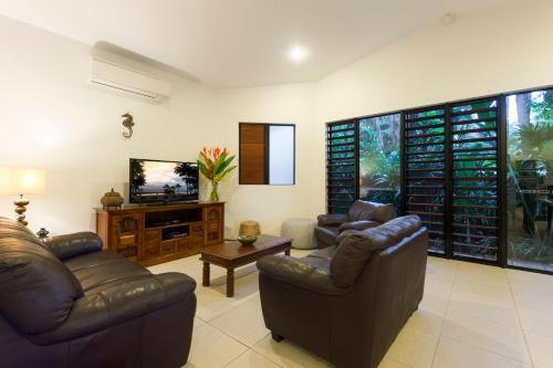 A seating area at Footsteps to Four Mile - Port Douglas