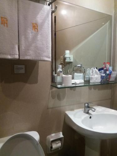 A bathroom at Fields Walking Street Hotel