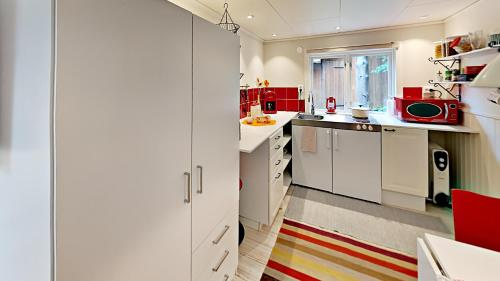 A kitchen or kitchenette at Woodstock B & B Studios