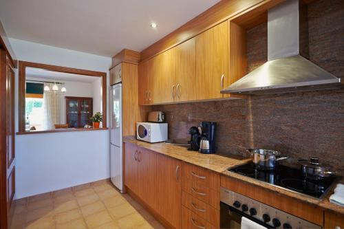 A kitchen or kitchenette at Casas Golf Relax