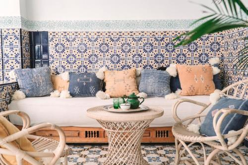 A seating area at Riad Be Marrakech