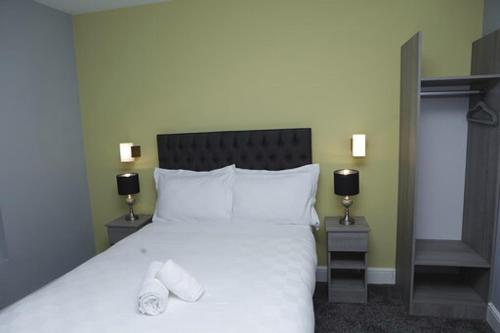 A bed or beds in a room at The Spring Bank APARTHOTEL