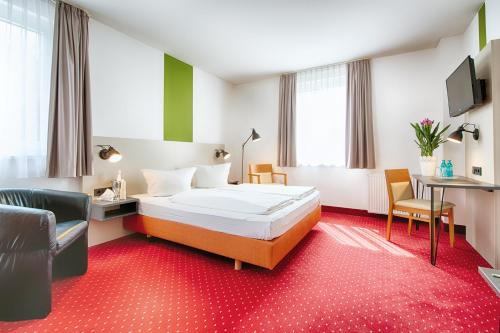 A bed or beds in a room at ACHAT Hotel Chemnitz
