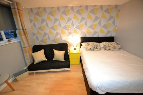 A bed or beds in a room at Claremont Mews