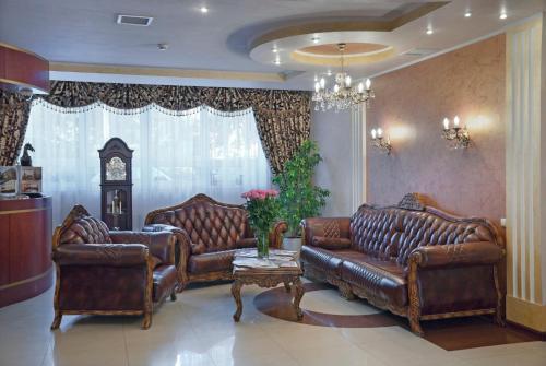 Ein Sitzbereich in der Unterkunft Dominik Hotel