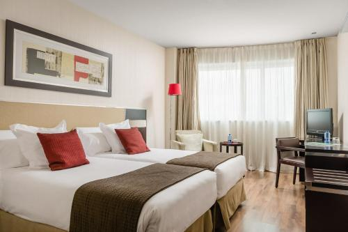 A bed or beds in a room at Hotel Asset Torrejón