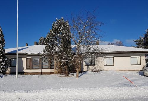 Apartment Tallitalo - Garage House during the winter