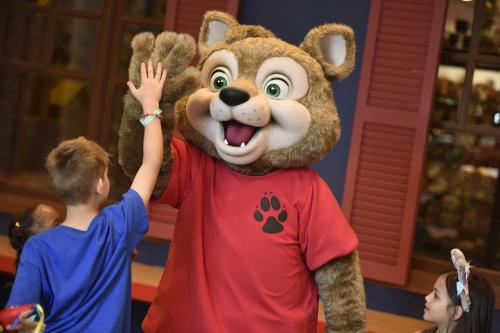 Children staying at Great Wolf Lodge Bloomington