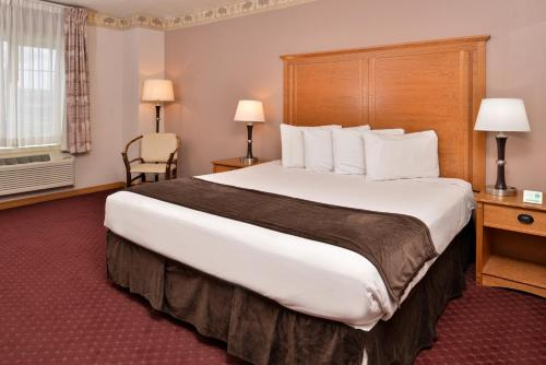A bed or beds in a room at Stage Coach Inn